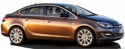 Présentation de l'<b>Opel Astra Sedan</b> de 2013. Cette petite Astra à coffre, petite soeur de l'Insignia, est préférentiellement destinée aux marchés américains ou chinois.